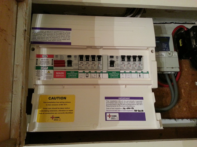 Image: fuse box replaced by an emergency electrician.
