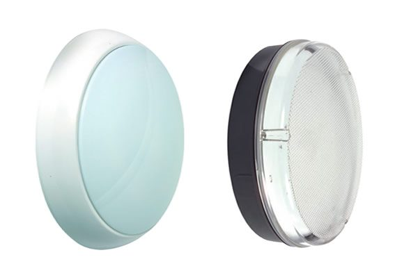 Bulkhead lighti fittings with opalescent and prismatic diffusers