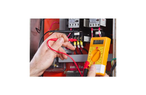 Image: Purley emergency electrician diagnosing a fault